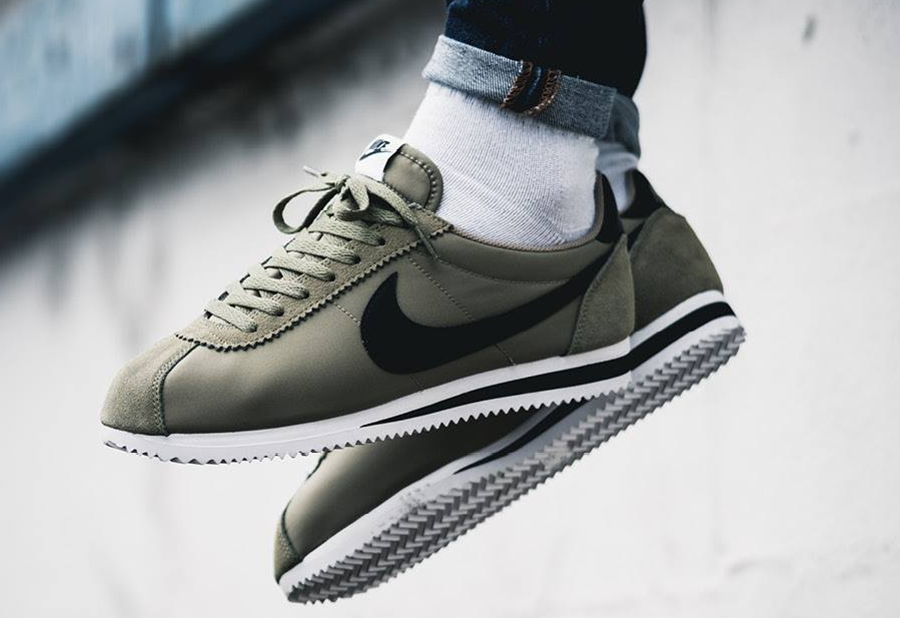 basket nike cortez simple homme